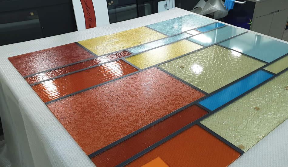 impression grand format simulation de verre lisse dans un vitrail - Bruxelles - My Colors